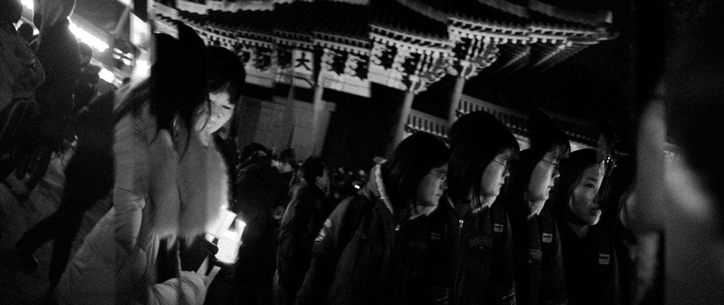 https://michaelmeyerphoto.com/files/gimgs/th-36_20161203_SeoulProtest_MMP-8382.jpg