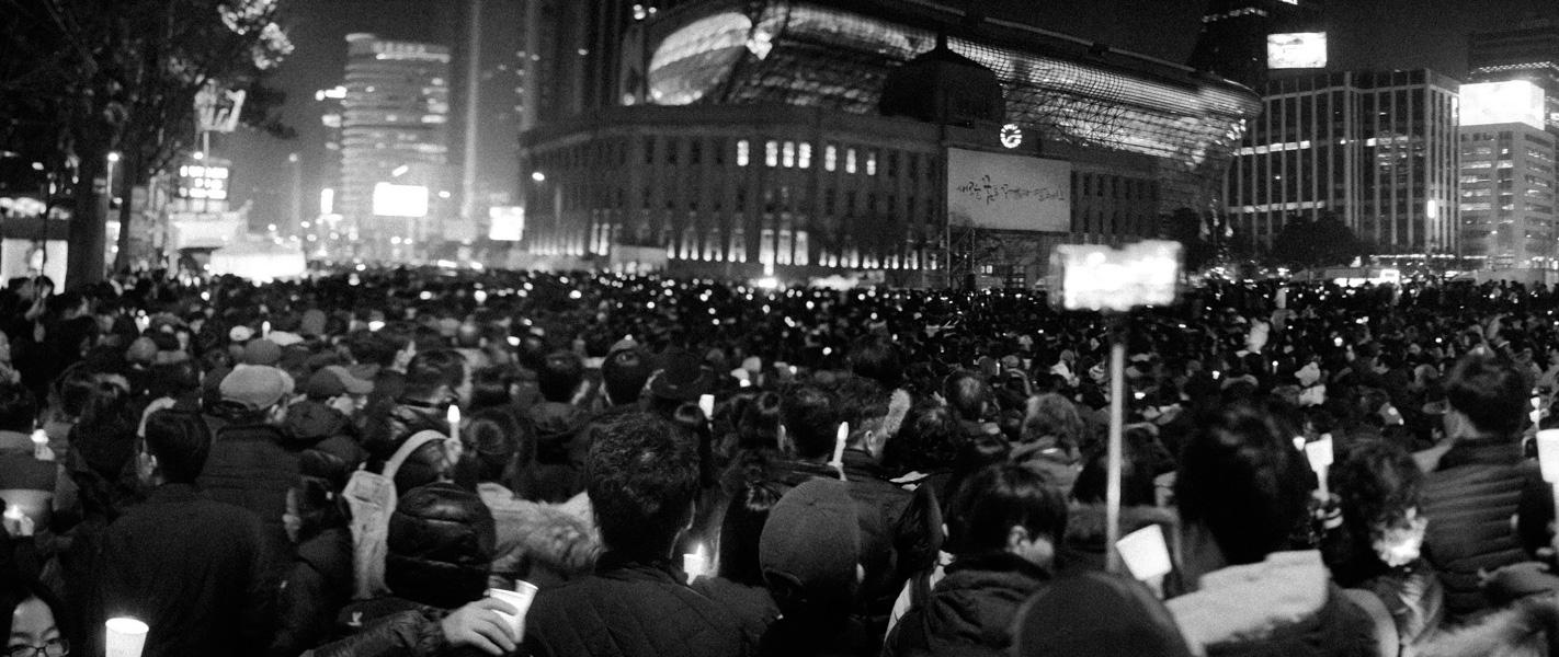 https://michaelmeyerphoto.com/files/gimgs/th-36_20161203_SeoulProtest_MMP-8384.jpg