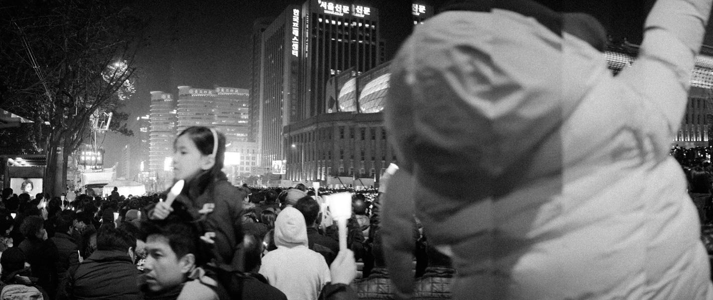 https://michaelmeyerphoto.com/files/gimgs/th-36_20161203_SeoulProtest_MMP-8387.jpg