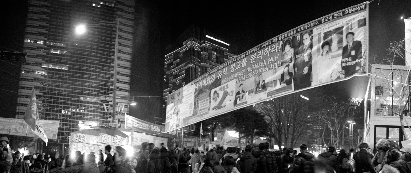 http://michaelmeyerphoto.com/files/gimgs/th-36_20161203_SeoulProtest_MMP-8405.jpg
