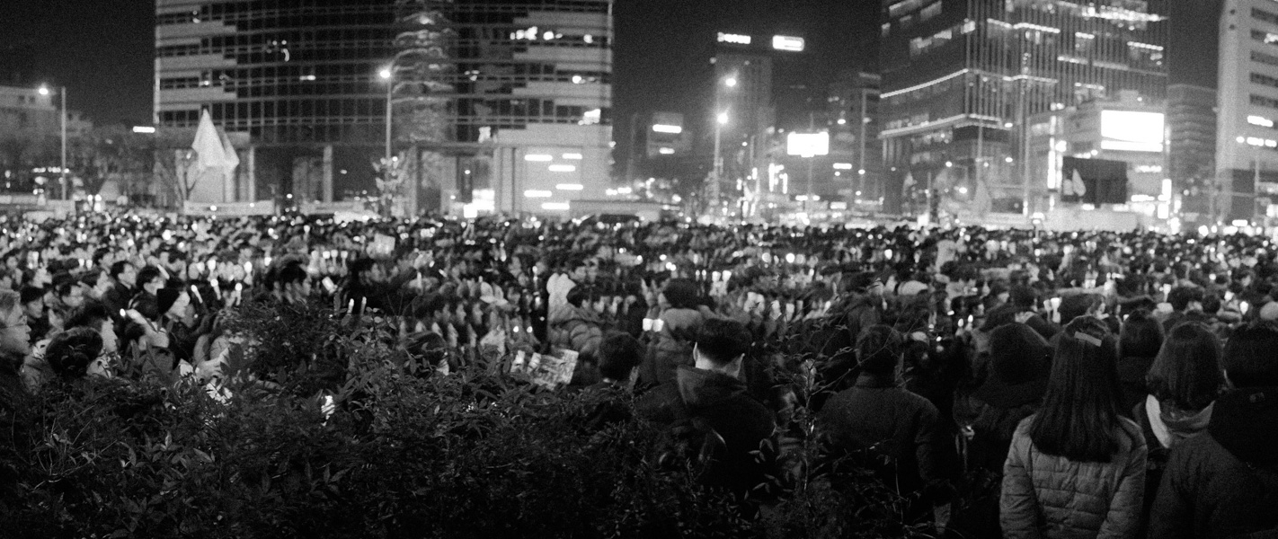 http://michaelmeyerphoto.com/files/gimgs/th-36_20161203_SeoulProtest_MMP-8411.jpg