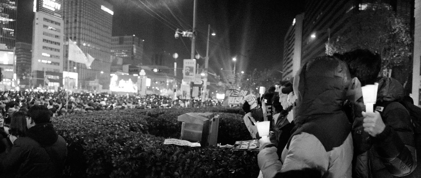 https://michaelmeyerphoto.com/files/gimgs/th-36_20161203_SeoulProtest_MMP-8414.jpg