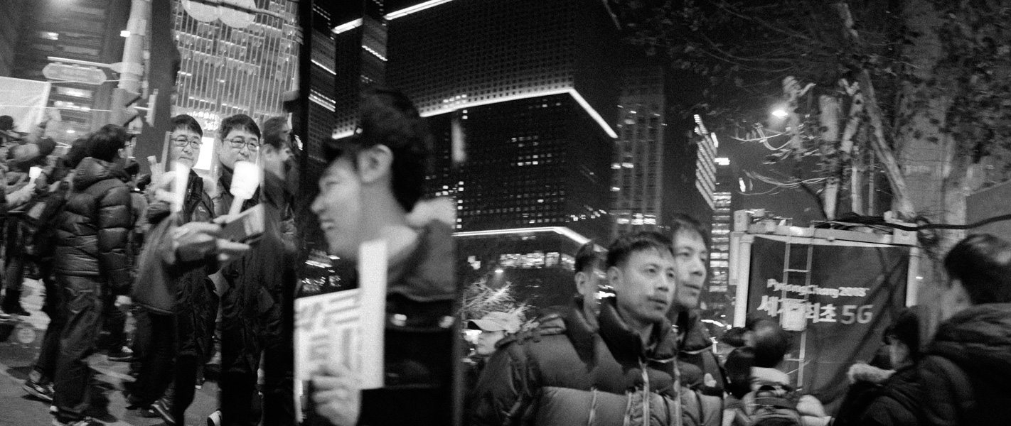 https://michaelmeyerphoto.com/files/gimgs/th-36_20161203_SeoulProtest_MMP-8418.jpg