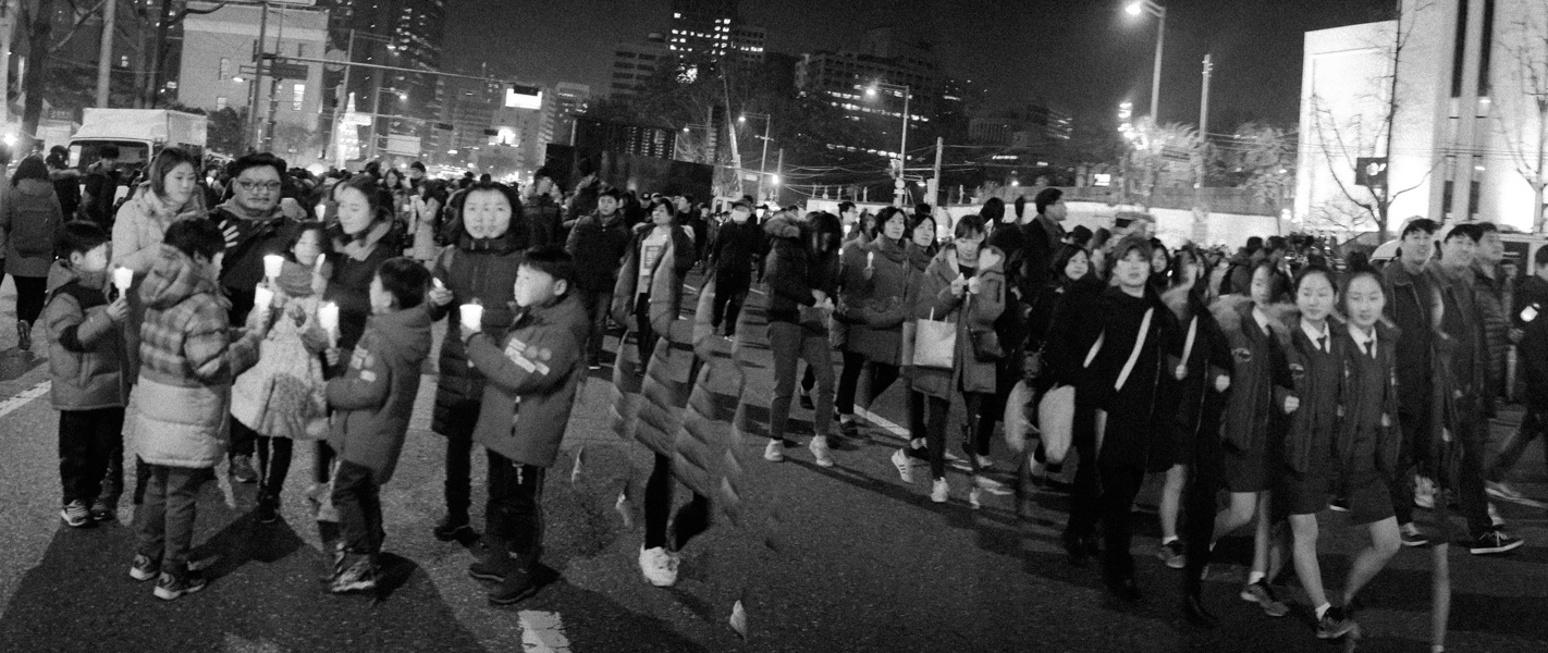 http://michaelmeyerphoto.com/files/gimgs/th-36_20161203_SeoulProtest_MMP-8420.jpg